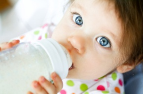 baby-drinking-formula-from-bottle
